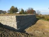 013 Gabionový oporný múr